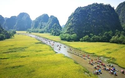 """Từ tỉnh bốn """"B"""", Ninh Bình trở thành điểm du lịch hấp dẫn"""