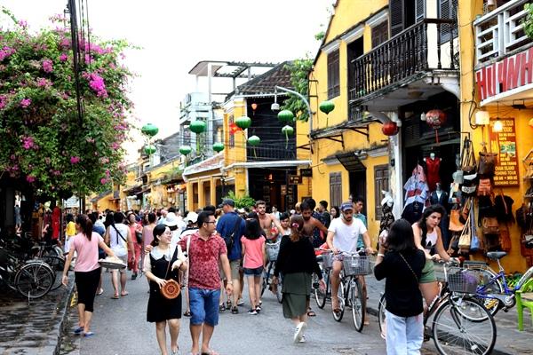 Việt Nam đang trải qua giai đoạn bùng nổ về phát triển du lịch