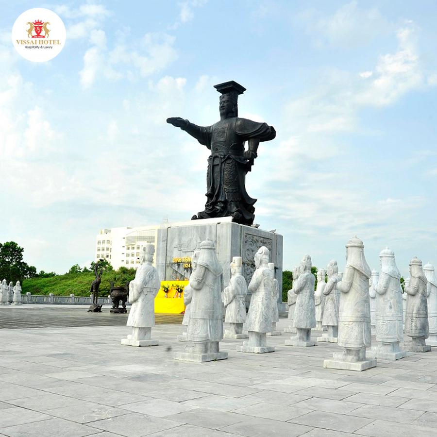 Quảng trường Đinh Tiên Hoàng Đế